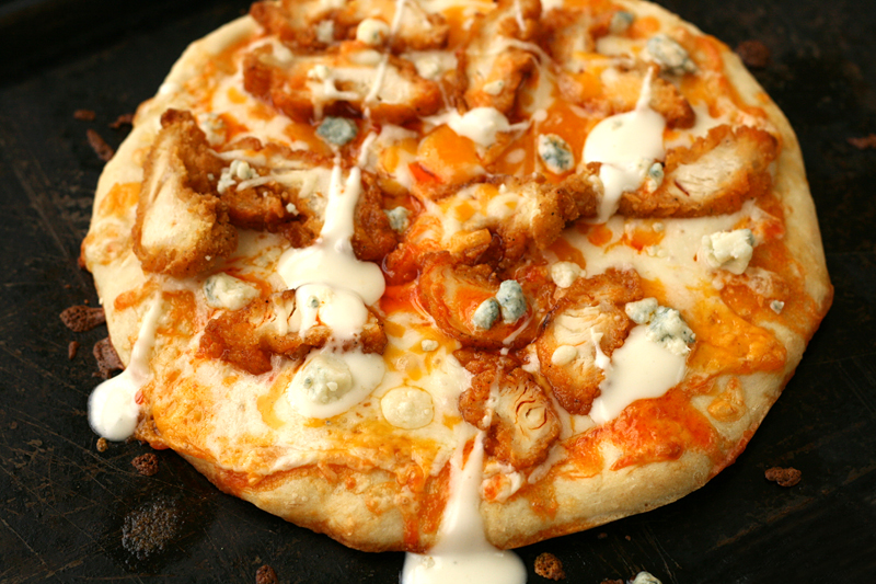 bluebirdchic_buffalo_chicken_pizza