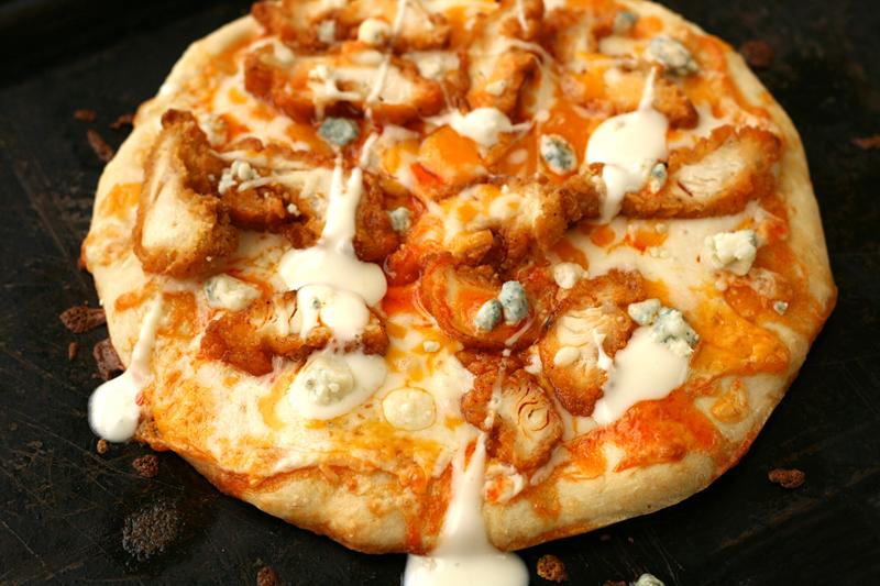 bluebirdchic_buffalo_chicken_pizza