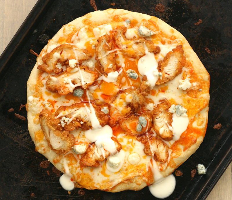 bluebirdchic_buffalo_chicken_pizza2