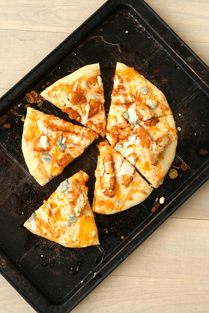 bluebirdchic_buffalo_chicken_pizza3