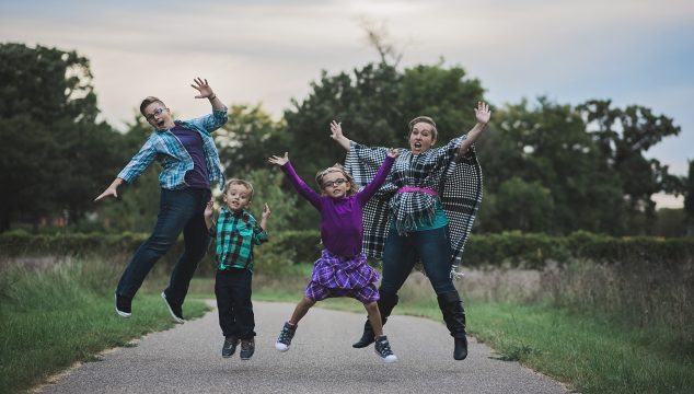 Fun Family Pose Ideas from the Bluebird Chic Ambassadors
