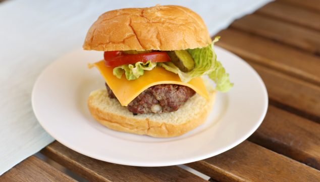 summer grilling – juicy grilled beef burger recipe