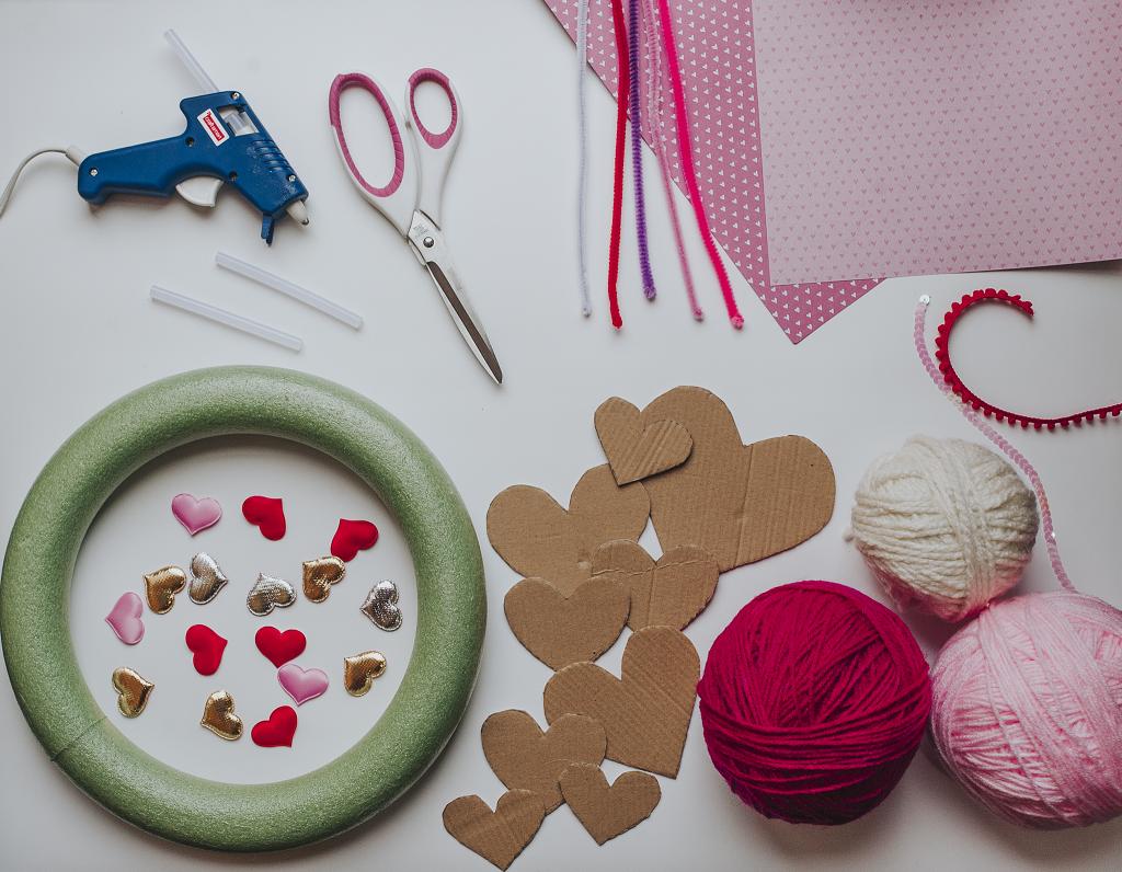 DIY: Valentine Wreath | Kimi Coopet | Bluebird Chic